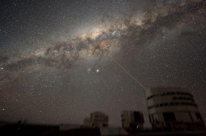 800px-ESO-VLT-Laser-phot-33a-07